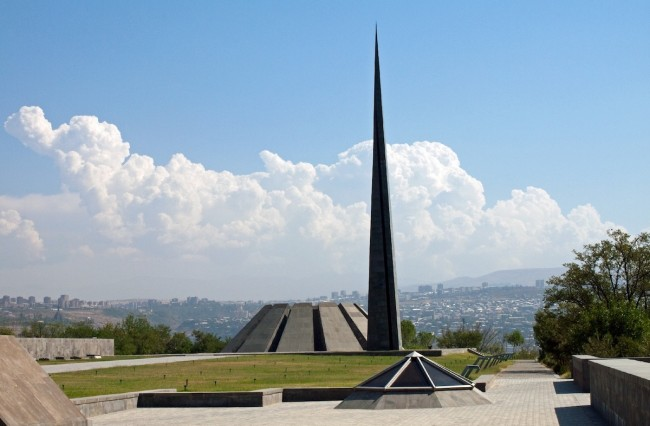 Photo of Tsitsernakaberd memorial and the genocide museum - source: www.wikipedia.org
