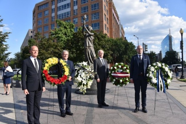 Diplomatic Representatives of the Baltic Nations pose in front of wreaths lain to commemorate the Baltic victims of communism and Nazism (2018)