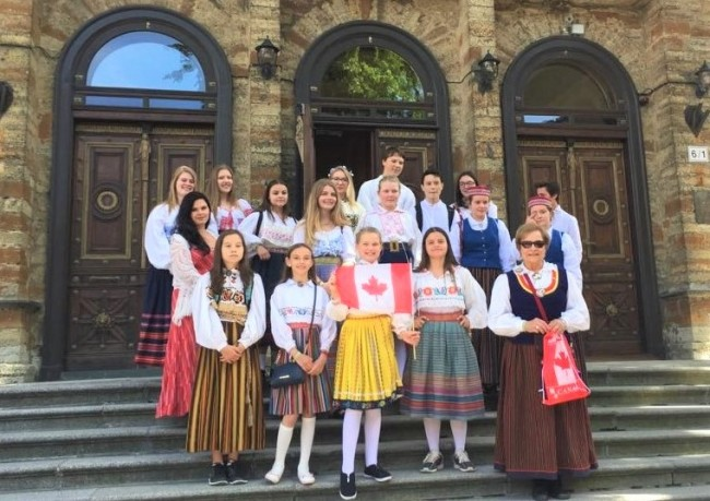 Reet and choir members at the Canadian Embassy in Tallinn, prior to the 2017 Noortelaulupidu. Photo used with permission from Reet Lindau-Voksepp.