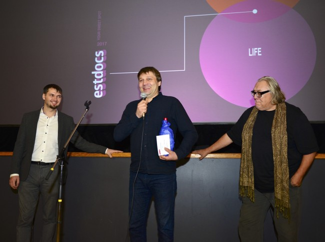 The EstDocs Special Award was won by Priit Valkna for the film 'Naine' (The Woman in the Picture). Jury members Ülo Pikkov from Estonia, left and Alan C. Peterson, right. Photo by Peeter Põldre (2017)