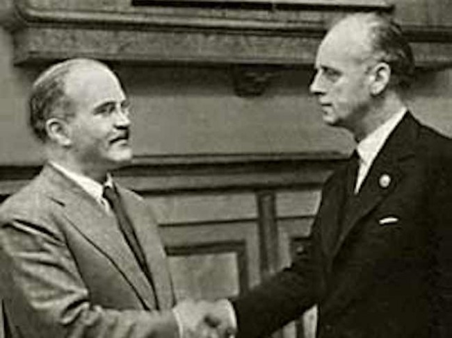 Ribbentrop (right) and Molotov (left) at the signing of the Pact. - www.wikipedia.org